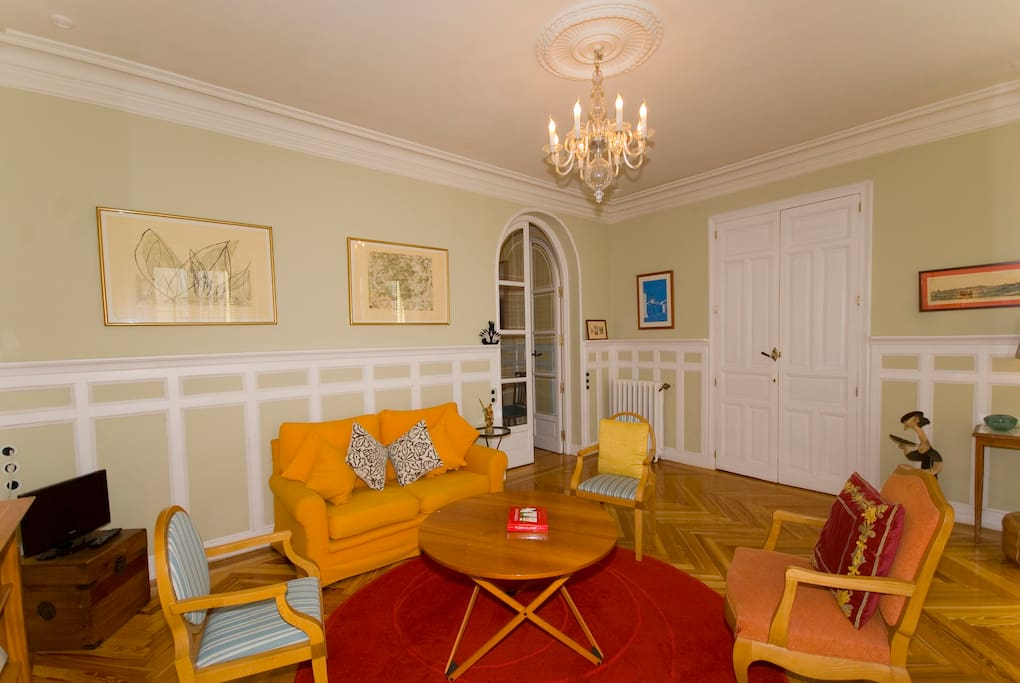Guest sitting room: all for you!
