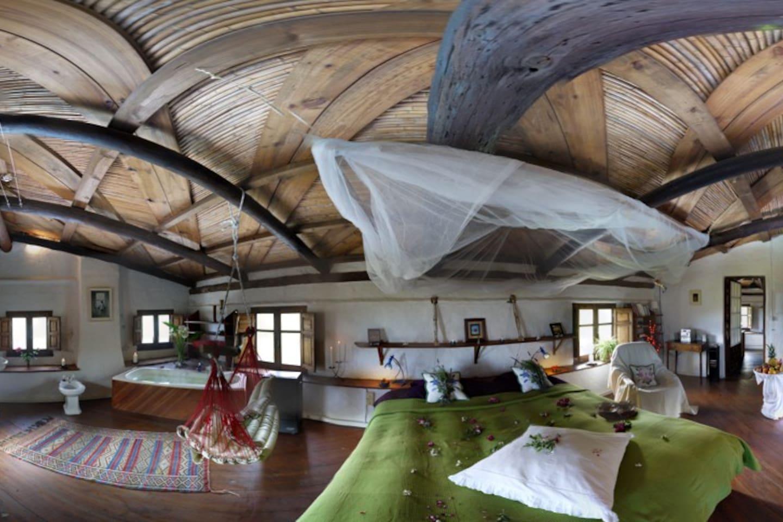 A wonderful 360 degree panorama of our star bedroom. Un maravilloso panorama que abarca 360 grades del dormitorio Estrella.