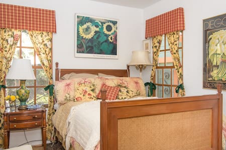 Lovely Bedroom and Labyrinth by Bay - Santa Cruz - House