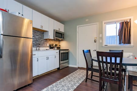 Ground Floor Condo 5 Minutes from Downtown!!!! - Lakás