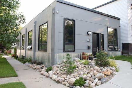The Hayloft Home: A Unique Prairie Experience - Saskatoon - House
