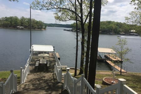 Lake Front Home w/ Private Dock MM8 - Sunrise Beach - Appartement en résidence
