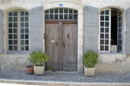 La DEMEURE Saint-Clar - Bed & Breakfast