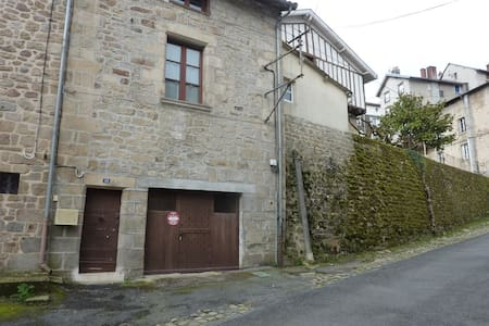 Right in the heart of medieval Eymoutiers(18) - Appartement