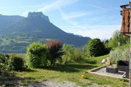 T1 dans un chalet, belle vue à 5km du lac d'Annecy - Lägenhet