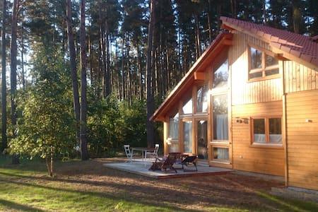 Stilvolles, helles Holzhaus am Wald - El Laguito - lychen