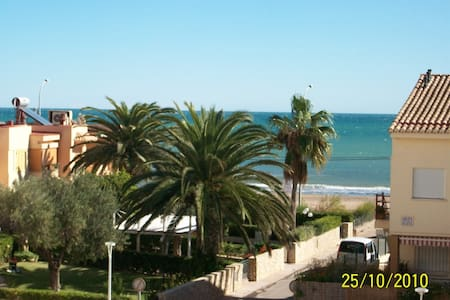 Beach-Front with POOL sleeps 6 - València