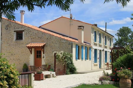 Grenier - C18th Farmhouse Cottage (Sleeps 2-4) - Moragne - Rumah