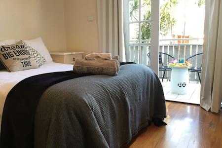 463 Self Contained Studio - Bondi Junction - Apartment