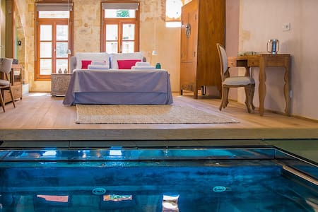 LUXURY SUITE WITH PLUNGE POOL IN THE OLD TOWN - Chania - Wohnung