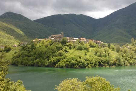 TUSCANY CHARMING HOUSE on the lake! - Vagli Sotto - House
