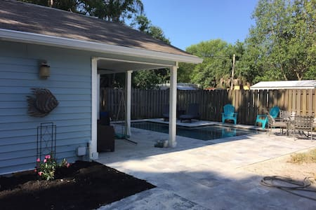 Casita in the heart of Tampa! Pool & Kitchenette! - Tampa - Bungalow