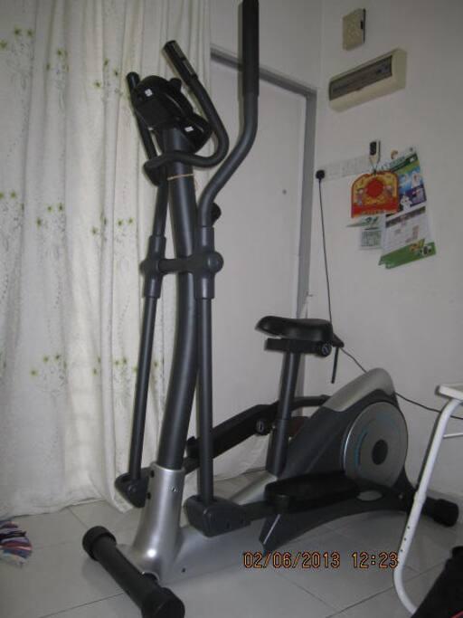crosstrainer (gym)