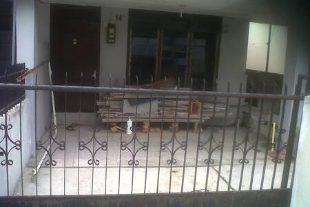 rented house a safe and beautiful - Medan - Casa