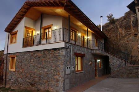 Casa rural en la montaña de Leon - La Omañuela - Hus