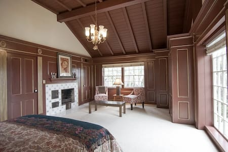 Escape to the Tranquil Master Suite @ The Terraces - Palos Verdes Estates - Villa