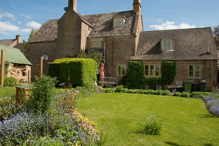 Cotswolds Farmhouse - en-suite room - Hidcote Boyce near Chipping Campden - Bed & Breakfast