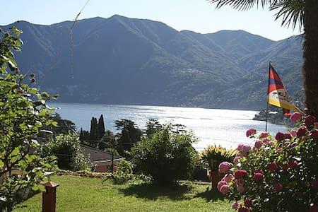 Un balcone sul Lago di Como - Bed & Breakfast