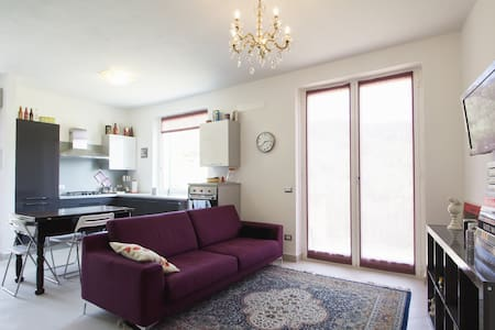 Lilac Apartment with sea view & mou - Lejlighed