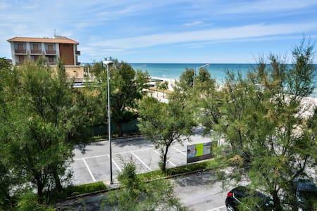 Sunny apartment - Wohnung