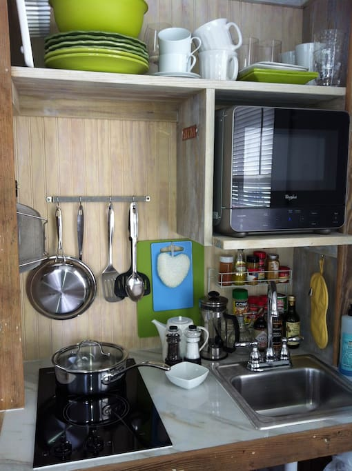 Kitchenette for small meals. Equipped with 2-burner stove, sink, microwave, fridge/freezer, toaster, coffee maker, tea station...