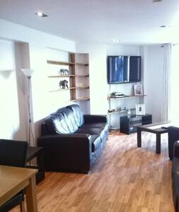 LUXURY LARGE FLAT IN CANARY WHARF !