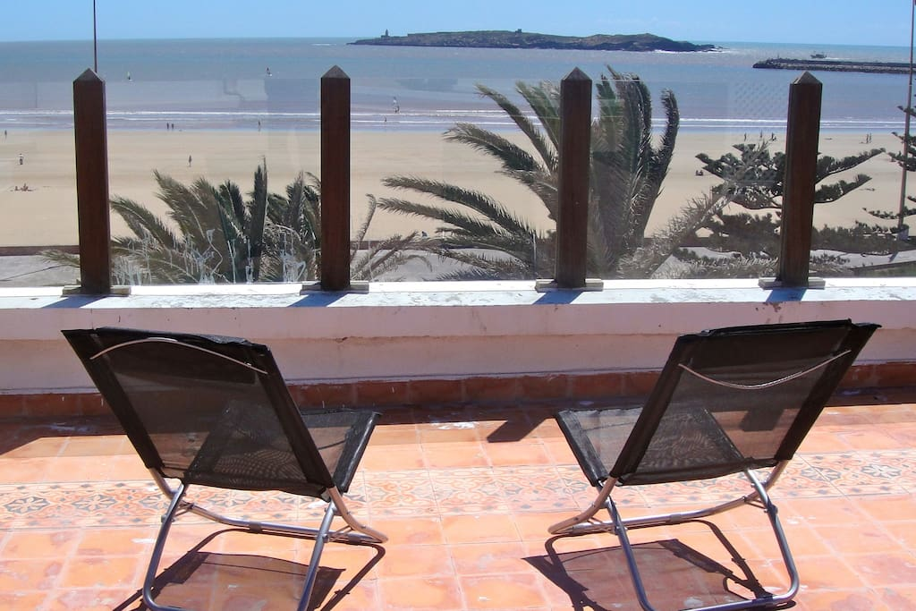 studio avec terrasse vue sur la mer