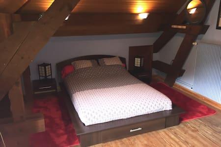 Jolie chambre avec vue sur le Doubs - House