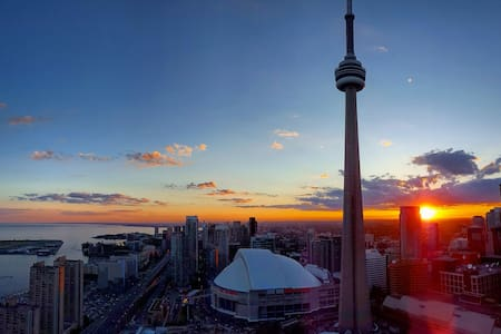 Couchsurfing: nice condo, great area, AWESOME view - Toronto - Apartment