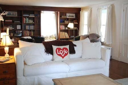 Cozy Farmhouse on Quiet Country Rd - Chatham - Casa