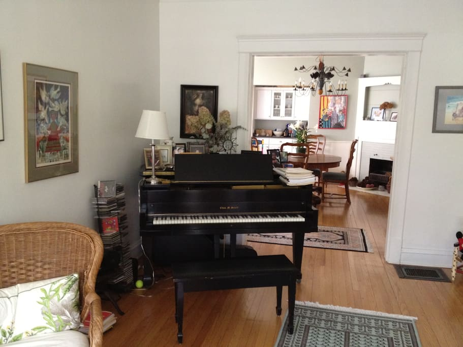 Spacious living room and dining room with baby grand piano. Wi Fi access.