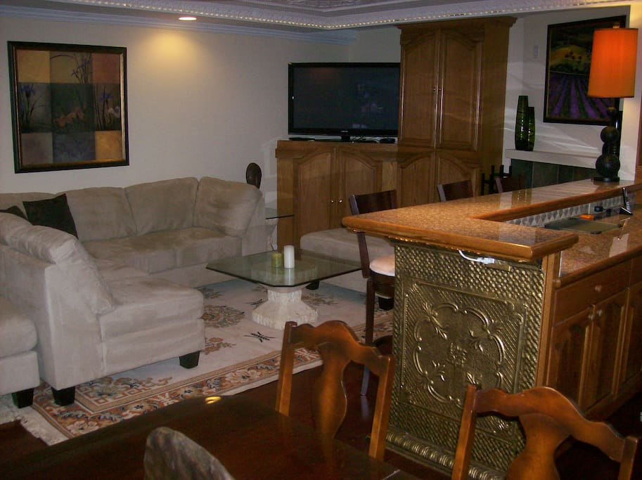 Open livingroom, 52inch plazma flat screen, cable and wifii included.