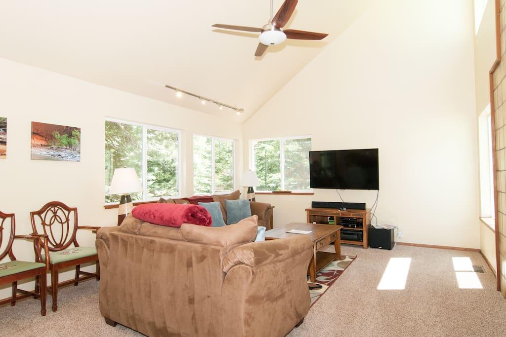 Cozy Tahoe Donner Cabin - Sleeps 8