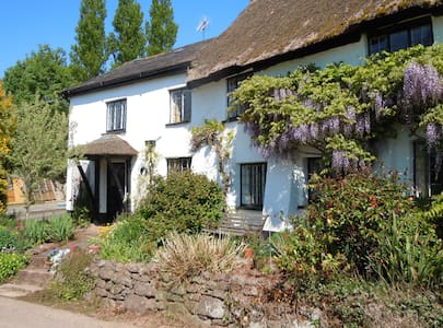 peaceful, rural b & b near Exeter - Bed & Breakfast