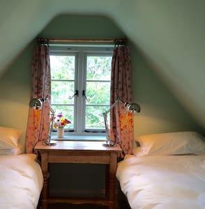 Starnash Farmhouse B&B, Robin Room - East Sussex - Bed & Breakfast