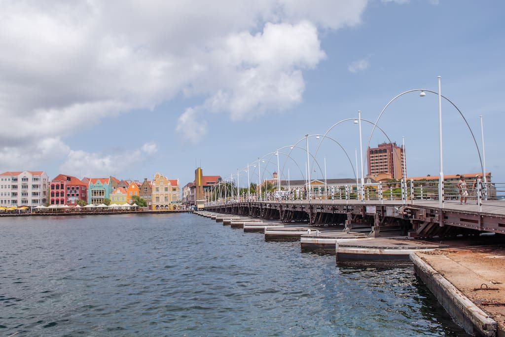 Famous Queen Emma bridge connecting Punda to Otrobanda, 10 min. walk from Poppy Kamers Curacao.