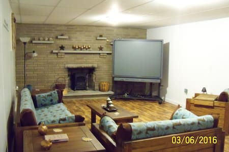 Spacious Home Away from Home - Fayette City - Appartement