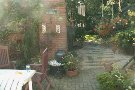 Room with own entrance in Rhenen - Rhenen - Bed & Breakfast