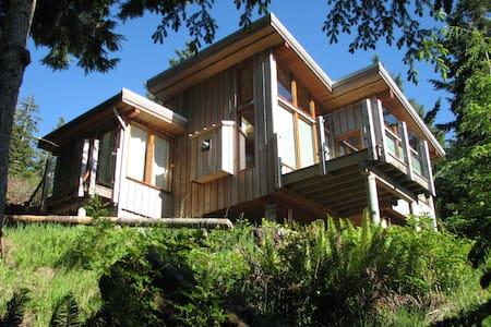 Otter Point Retreat (Little Nest) - Sooke - Blockhütte