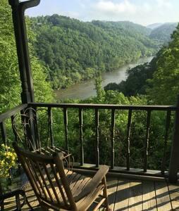 Scenic mountain cabin - Cabin