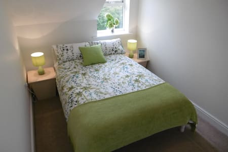 1 double bedroom and 1 twin/double bedroom - Townhouse