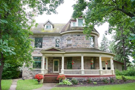 Bella's Castle Bed and Breakfast - Morden - Castillo