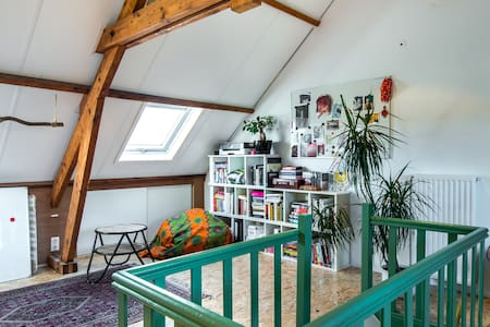 Characteristic spacious light attic - Tilburg - Stadswoning