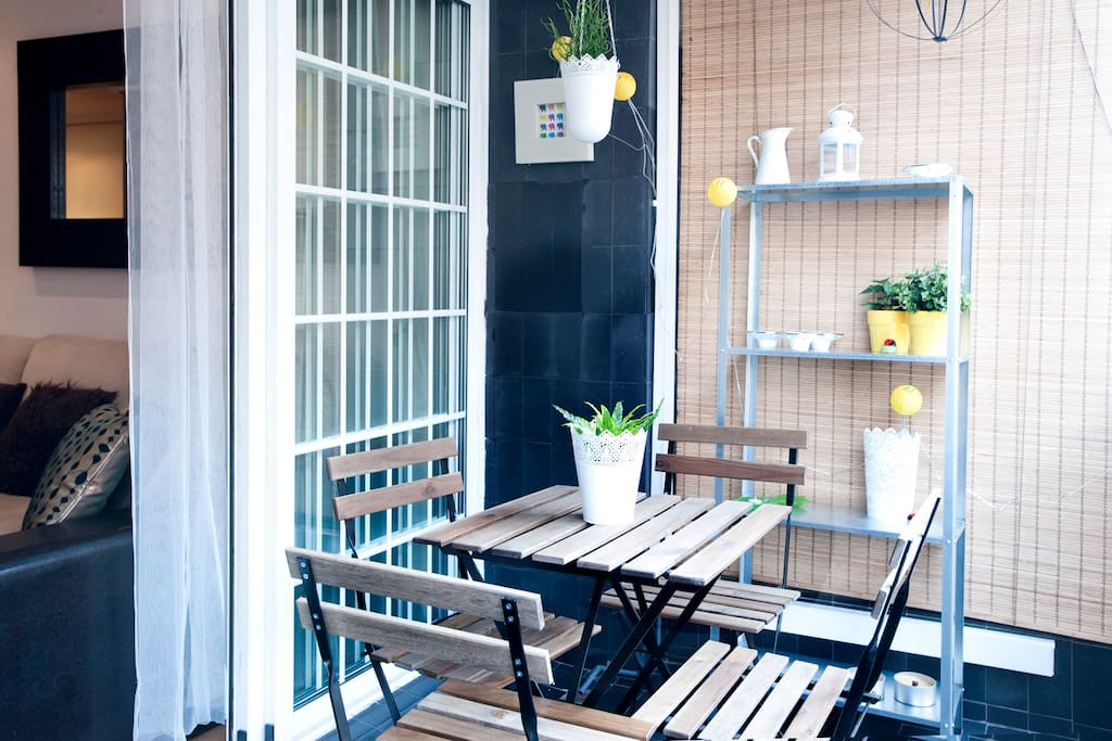Charming  Sweet balcony  NIce place for breakfast or tea time…*possible to smoke in this area