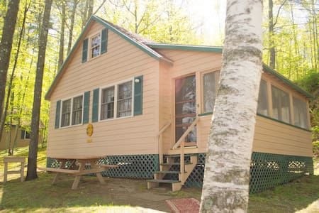 Family Friendly Lakeside Cottage - Cabane