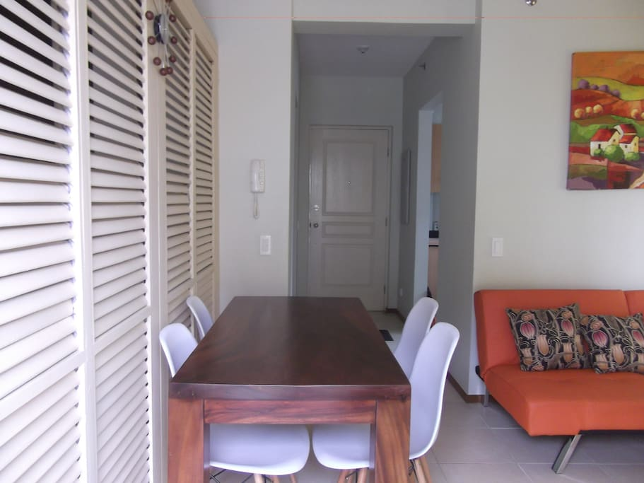 DINING SPACE THAT CAN EASILY ACCOMMODATE SIX PEOPLE.