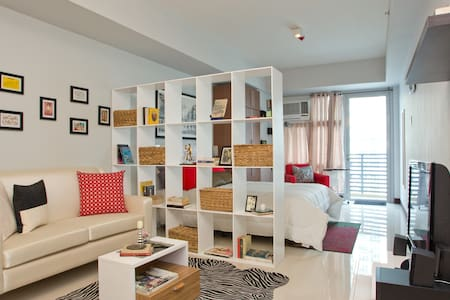 Greenbelt Madison Studio w/ Balcony - Makati City