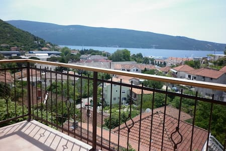 Просторная квартира с видом на море - Zelenika