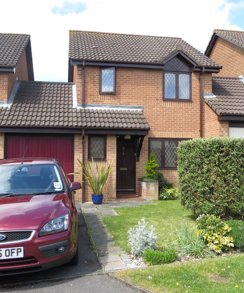 Modern 3 bedroom house with great access to the solent and local beauty spots