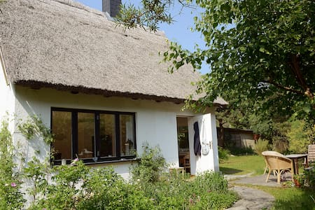 Thatched Cottage in Beach Proximity - Dierhagen